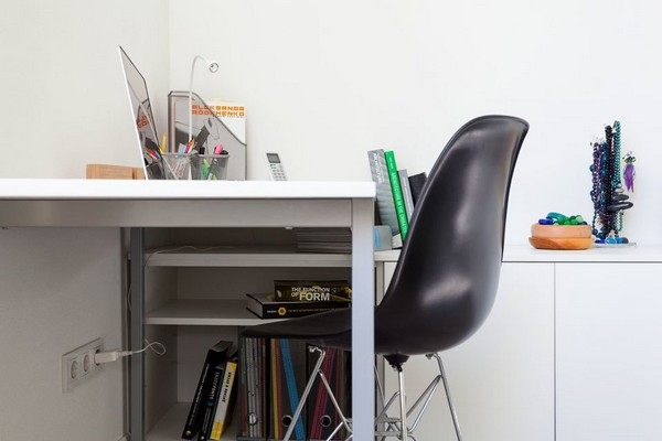 4-modern-ascetic-interior--work-room-space-white-desk-black-chair-white-walls