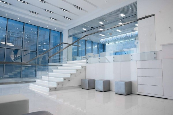 5-1-blue-and-white-modern-glossy-hospital-interior-panoramic-windows-white-staircase-transparent-stair-railings