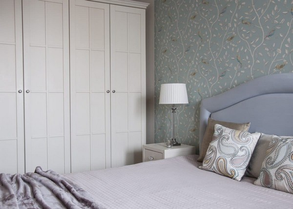 5-2-pastel-lilac-and-beige-interior-design-bedroom-sanderson-wallpaper-birds-pattern-textile-headboard-traditional-neo-classical-style