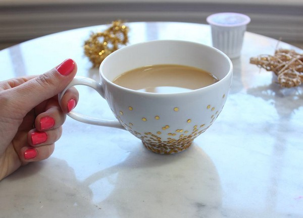 5-DIY-hand-made-Golden-Confetti-Dipped-Cup-mug-christmas-decor