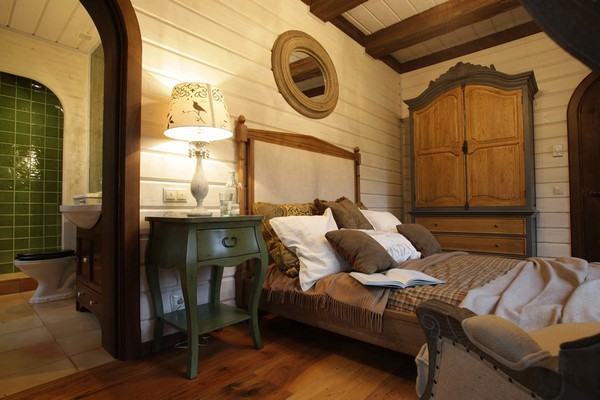 5-vintage-american-country-style-wooden-house-bedroom
