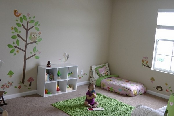 6-2-maria-monterssori-toddler-room-floor-bed-low-shelves-carpet