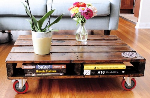 6-diy-hand-made-pallet-furniture-wheeled-coffee-table