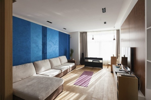 6-minimalist-style-interior-living-room-neutral-color-blue-accent-wall-big-sofa