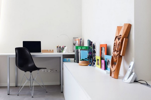 7-modern-ascetic-interior--work-room-space-white-desk-black-chair-photo-frames-wooden-mask