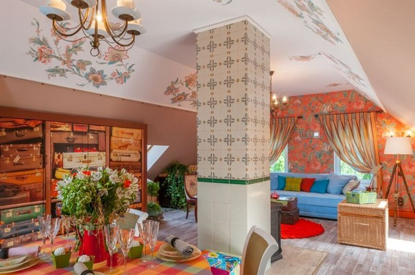 7-orange-white-green-color-floral-pattern-russian-provence-attic-floor-interior-design-tiled-chimney-latex-digital-printing-on-walls-and-ceiling-blue-sofa-stripy-curtains-retro-chandelier