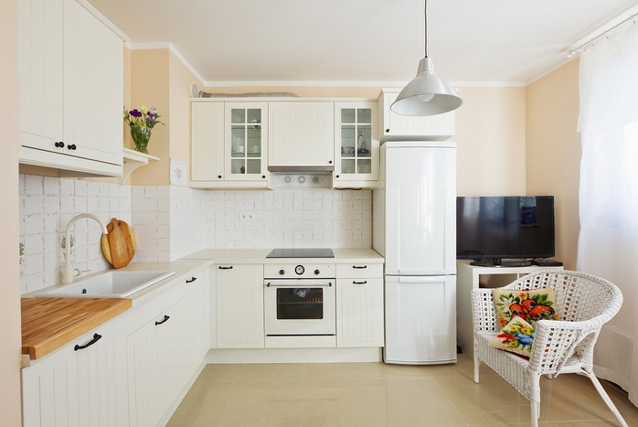 7-white-kitchen-bright accents
