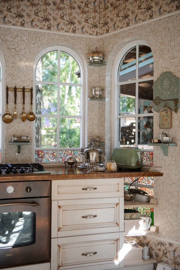 8-cozy-beige-and-turquoise-garden-gazebo-interior-design-summer-kitchen-dining-room-set-bay-windows-mosaic-tiles-retro-lamps-garden-view-vintage-tabelware-decor-brass-decoupage-furniture-shelves