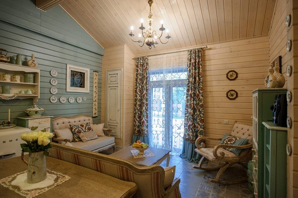 8-vintage-style-beige-and-turquoise-sauna-interior-rest-living-room-bird-theme-decor-pattern-stripy-sofa-capitone-rocking-chair-smeg-refrigerator-retro-lamp-decorative-plates-floral-blinds-curtains-wooden-walls-decoupage-furniture