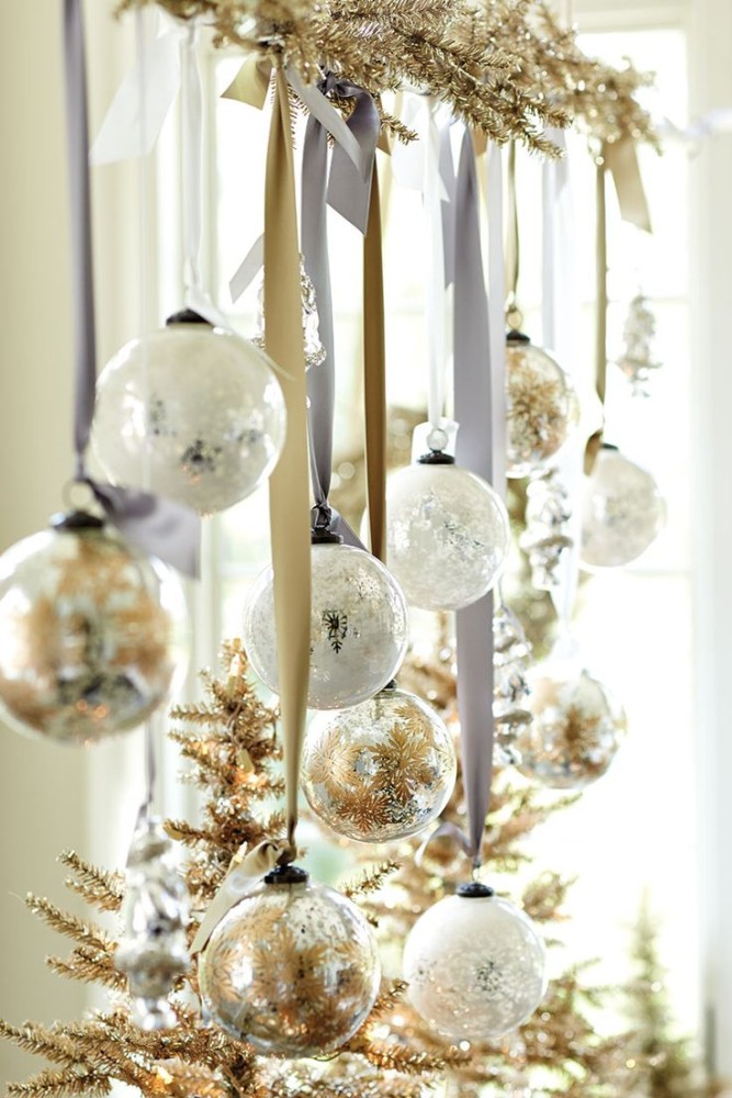 9-chritsmas-window-decorations-balls-glitter-spray-paint
