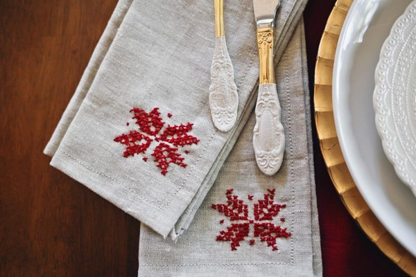 9-cross-stitch-pattern-in-interior-design-table-napkins-scandinavian-style
