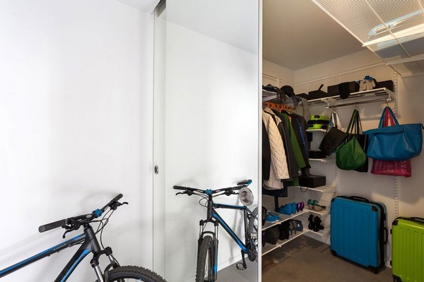 9-modern-ascetic-interior-walk-in-closet-bicycle-in-the-hallway