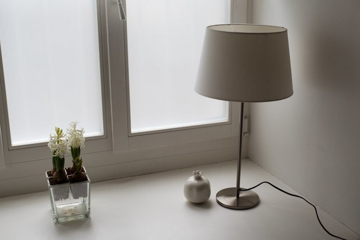 9-modern-minimalist-apartment-martnin-lights-lamp