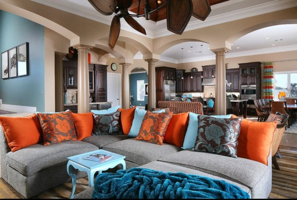 9-orange-gray-blue-color-in-living-room-interior-design-pillars-columns-couch-pillows-large-corner-sofa