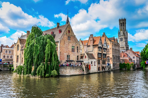 00-Brugge-Belgium-beautiful-channel-view-castle