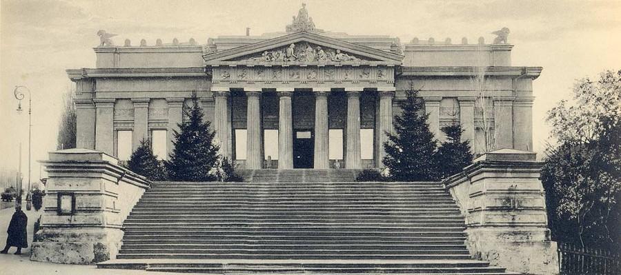 1-1-Vladislav-Gorodetsky-architecture-Kyiv-Ukraine-National-Art-Museum-old-photo-concrete
