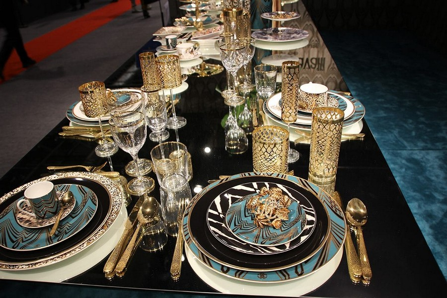 1-Roberto-Cavalli-Home-Luxury-Tableware-luxury-tableware-kitchen-table-settings-design-at-Maison-and-&-Objet-2017-Exhibition-trade-fair-Paris-blue-and-gold