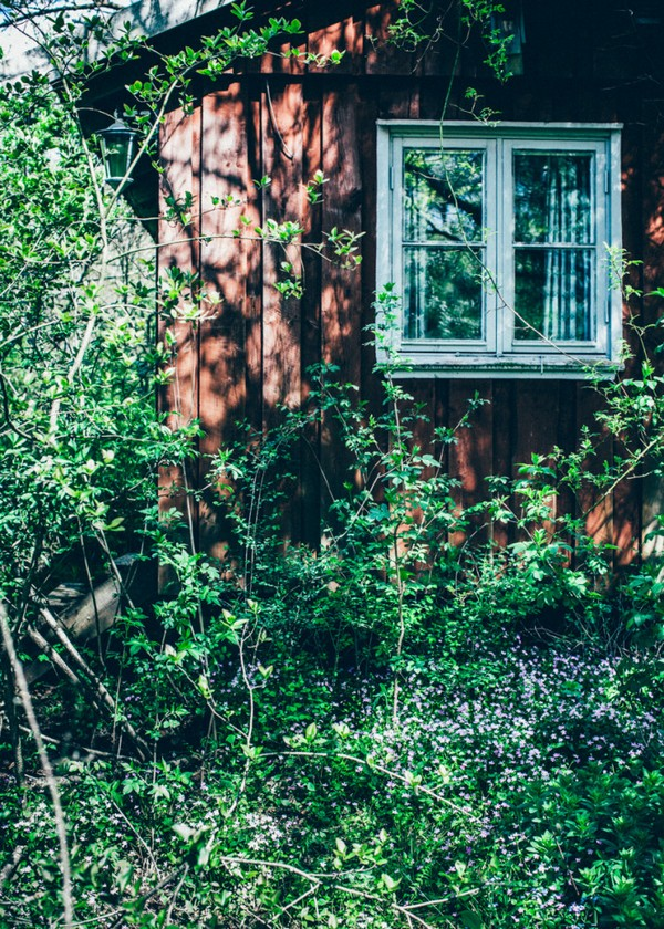 1-Scandinavian-Sweden-bohemian-boho-chic-style-old-wooden-orange-house-exterior