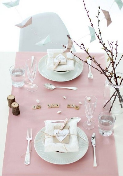 1-beautiful-romantic-table-setting-for-Valentine's-Day-ideas-pastel-pink-in-rustic-style