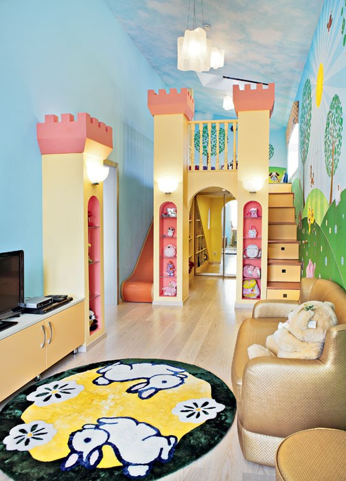 1-bright-toddler-kid's-girl's-bedroom-playroom-room-interior-design-wall-painting-mezzanine-floor-magical-castle-slide