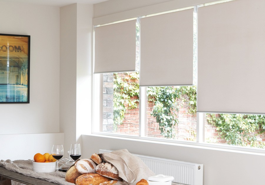 1-roller-blinds-in-kitchen-interior-design-window