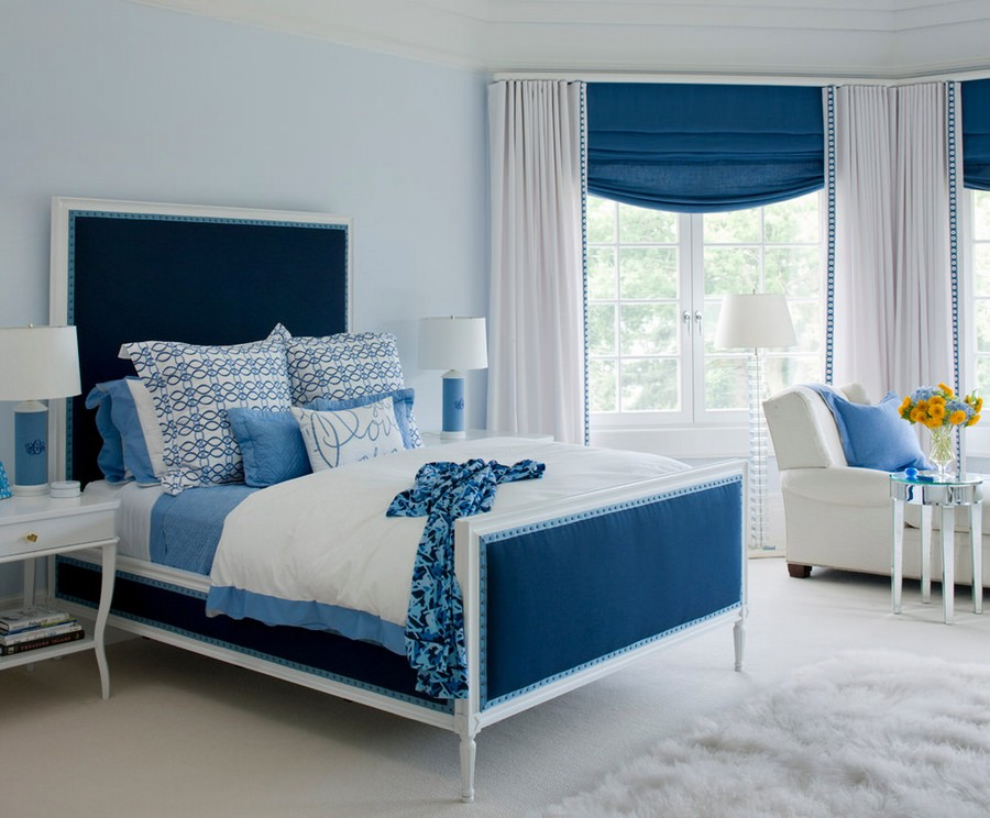 10-1-blue-and-white-traditional-bedroom-interior-design-shaggy-carpet-bed-linen-blinds-bedside-table