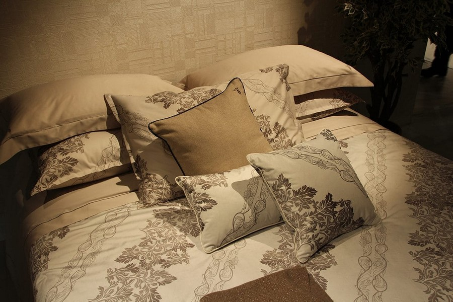 10-Trussardi-Home-Linen-and-Roberto Cavalli-home-textile-at-Maison-&-Objet-2017-exhibition-trade-fair-beige-and-gray-bed-linen-classical-pattern-style