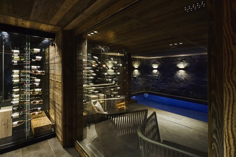 10-contemporary-chalet-style-interior-design-glass-wall-indoor-swimming-pool-arm-chairs