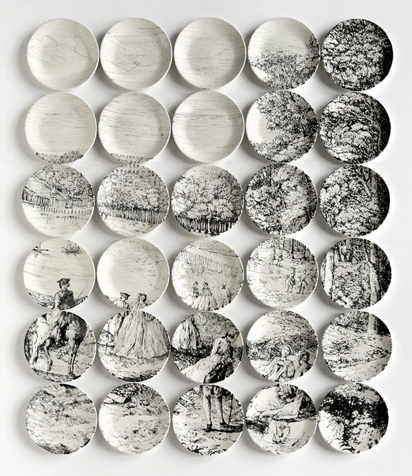 11-2-black-and-white-decorative-plate-hanging-on-wall-decor-ideas-composition