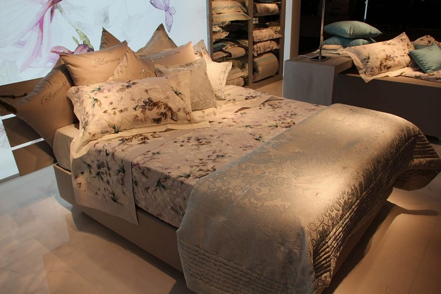 11-Blumarine-Blugirl-Svad-Dondii-beige-floral-pattern-bed-linen-home-textile-at-Maison-&-Objet-2017-exhibition-trade-fair