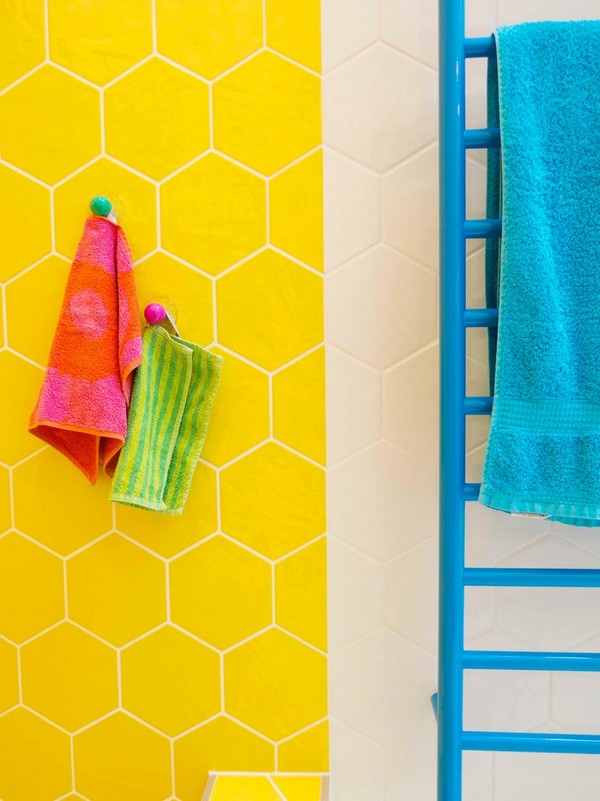 11-cheerful-yellow-bathroom-interior-design