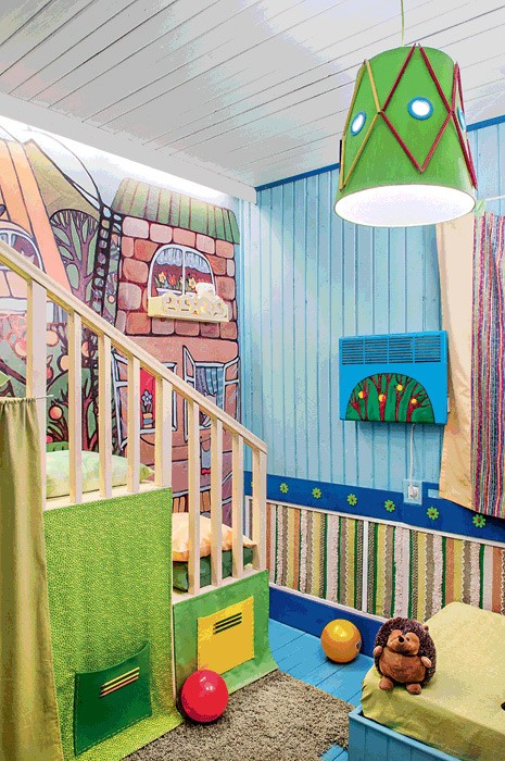 12-bright-wooden-toddler-kid's-girl's-bedroom-playroom-room-interior-design-mezzanine-bed-blue-and-green