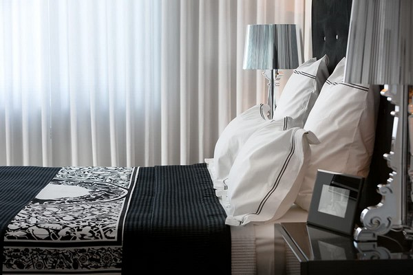 12-cozy-elegant-neo-classical-modern-black-and-white-interior-design-bedroom-philippe-starck-silver-bedside-lamps