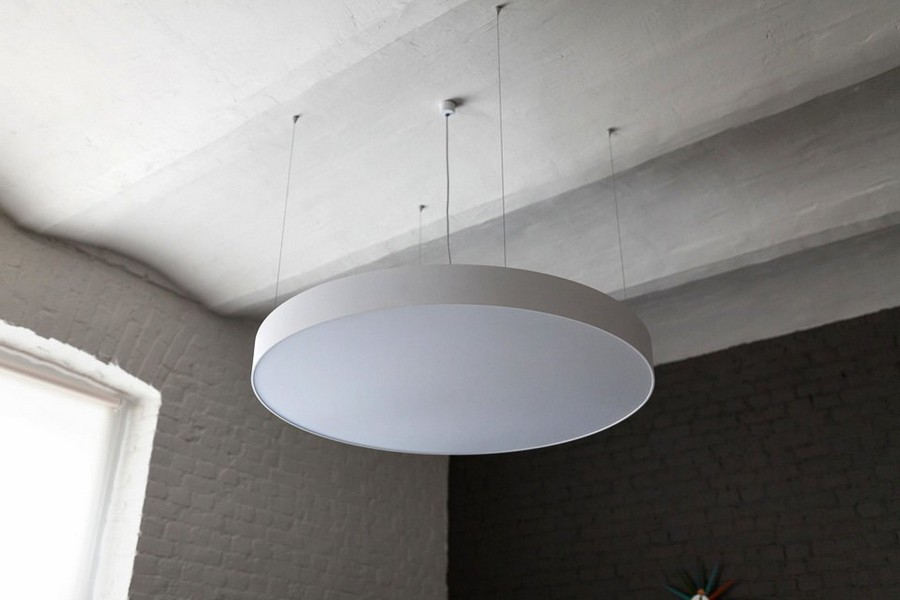 13-minimalist-style-interior-design-apartment-round-flat-ceiling-lamp-arched-ceiling