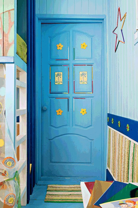 14-bright-wooden-toddler-kid's-girl's-bedroom-playroom-room-interior-design-painted-door-blue-and-green
