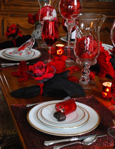 15 beautiful and romantic table settings for valentine s for Table design for valentines day