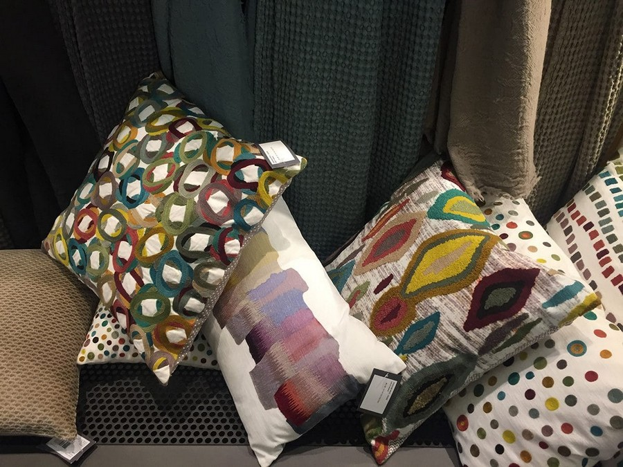 17-SDE-Group-bright-multicolor-pillows-home-textile-at-Maison-&-Objet-2017-exhibition-trade-fair