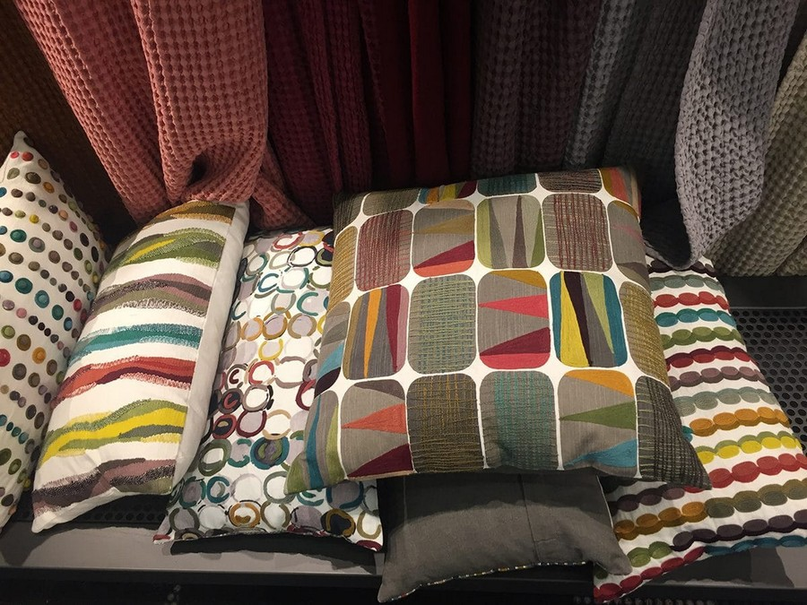18-SDE-Group-bright-multicolor-pillows-home-textile-at-Maison-&-Objet-2017-exhibition-trade-fair