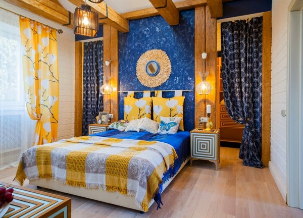 18-cheerful-blue-yellow-white-attic-bedroom-interior-design-ceiling-beams-curtains-blinds