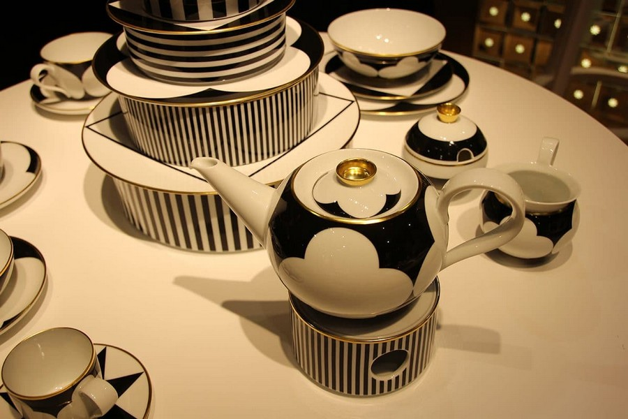 19-Sieger-by-Furstenberg-luxury-tableware-kitchen-table-settings-design-at-Maison-and-&-Objet-2017-Exhibition-trade-fair-Paris-black-and-white-golden