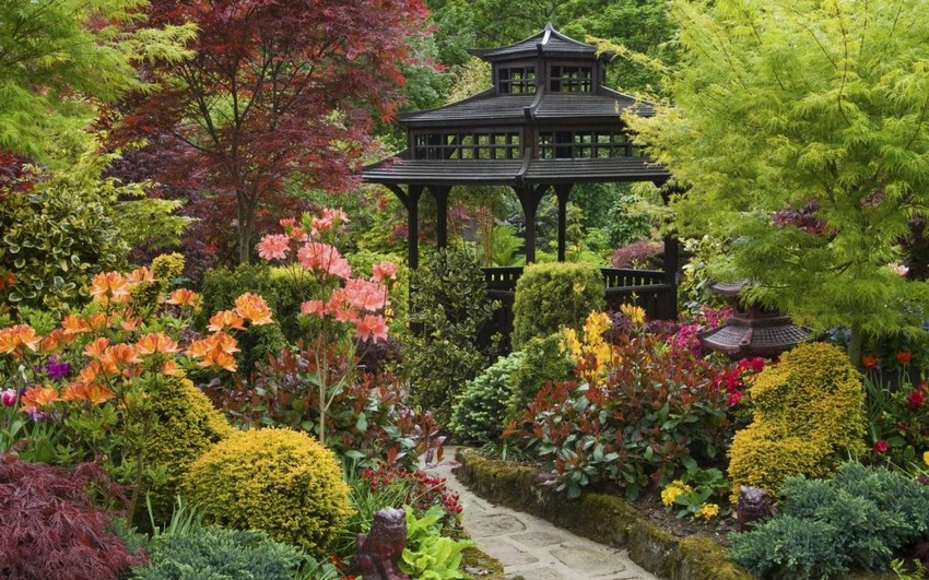 2-1-beautiful-Japanese-garden-stone-path-lantern-gazebo