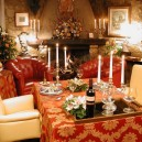 2-Solo-Per-Due-smallest-Italian-restaurant-only-for-two-people-Italy-festive-romantic-dinner-setting-candles-fireplace-decor-wine-Christmas
