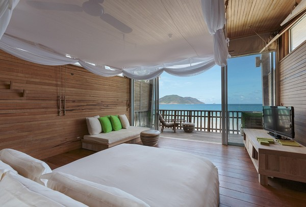2-bedroom-interior-design-with-ocean-sea-view-panoramic-windows-bed