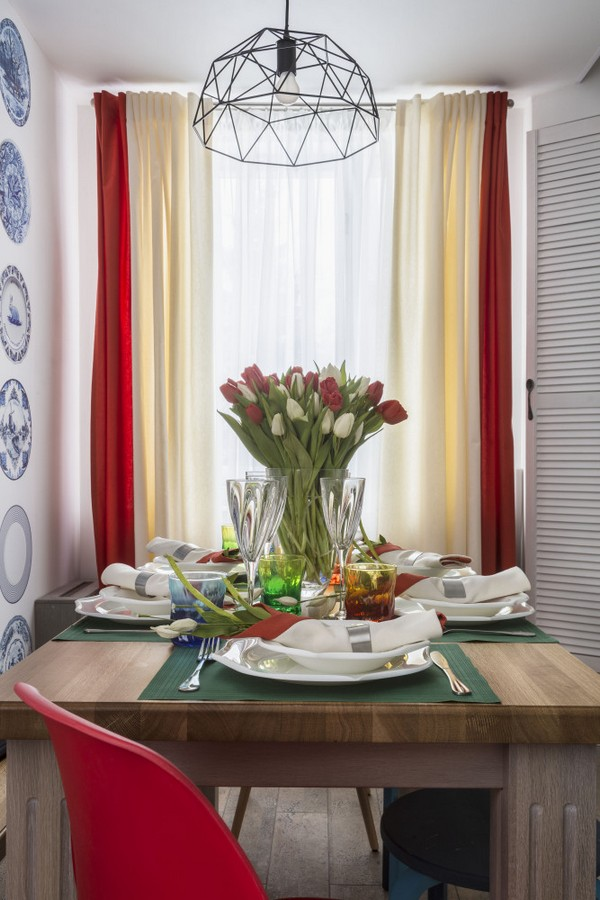 2-holland-dutch-style-kitchen-dining-room-interior-design-oak-table-red-plastic-chair-tulips-in-vase-multicolor-blinds-curtains