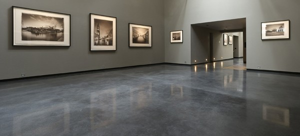 2-polished-concrete-floor-in-interior-design-exhibition-hall