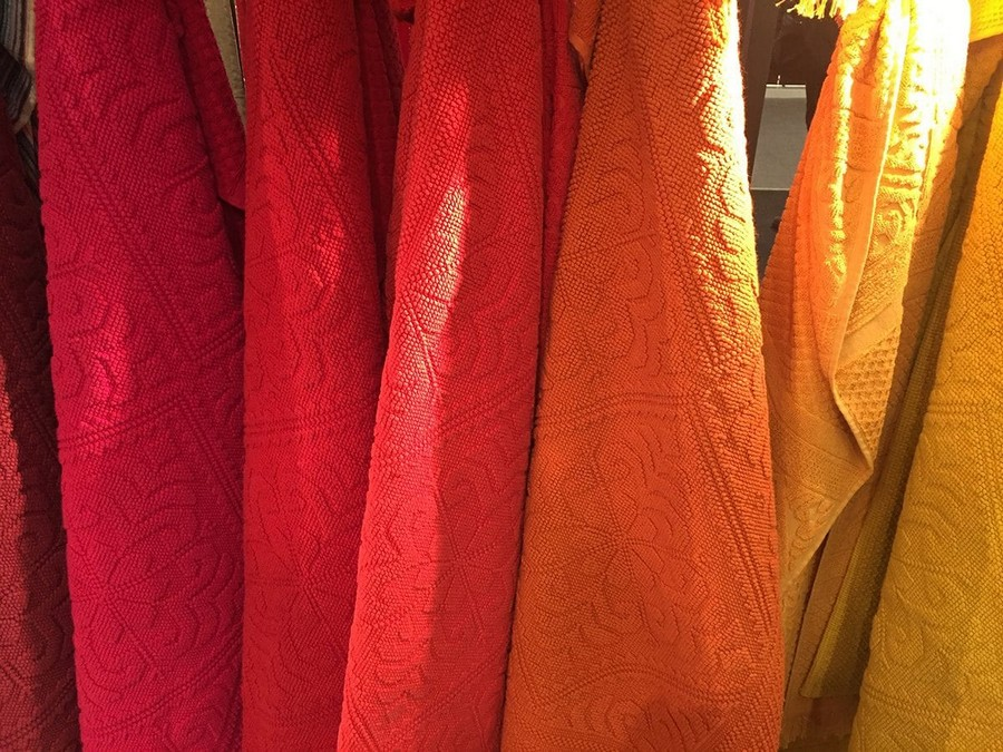 20-SDE-Group-multicolor-textile-red-yellow-orange-home-textile-at-Maison-&-Objet-2017-exhibition-trade-fair