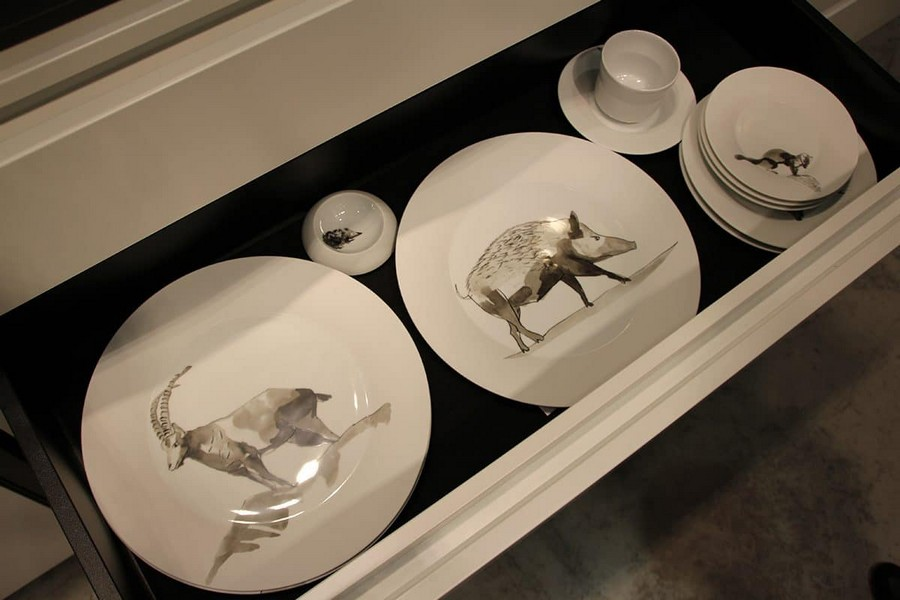 21-Hering-Berlin-luxury-tableware-kitchen-table-settings-design-at-Maison-and-&-Objet-2017-Exhibition-trade-fair-Paris-bisque-porcelain-animalistic-images