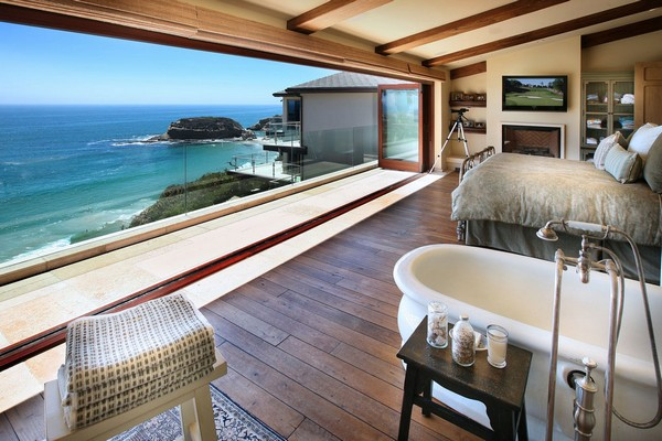 21-bedroom-interior-design-with-ocean-sea-view-panoramic-windows-bed-bathtub