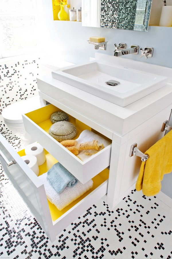21-cheerful-yellow-bathroom-interior-design-black-and-white-mosaic