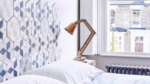 22-hexagonal-tiles-in-bedroom-interior-design-tiled-headboard
